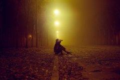 一个人孤单久了,会变得不合群