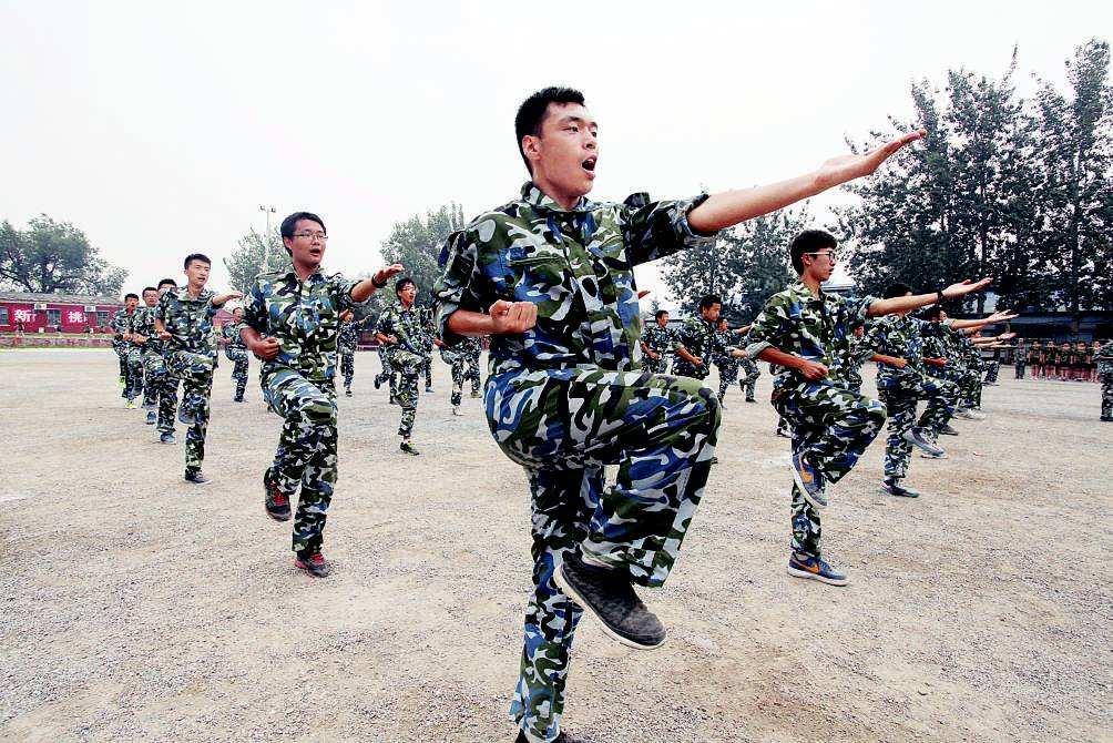 军训励志语录 钢铁意志在军营中磨炼